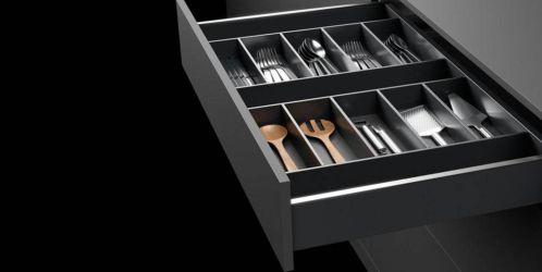 Unikátní systémy nábytkového kování představují revoluci v zařizování interiéru