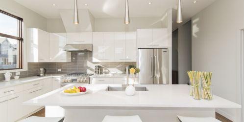 Bílé kuchyně: v čem tkví jejich oblíbenost?
