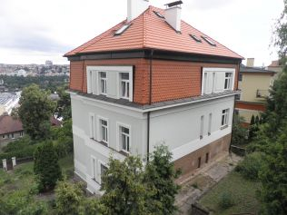 Byty se starými okny protopí až o ¼více  než domácnosti smoderními okny