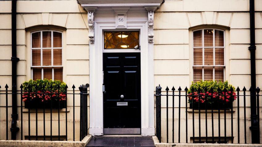 Ceny nemovitostí dále rostou, poptávka ale kvůli vysokým cenám zpomaluje