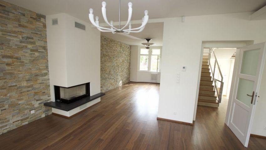 Další rekonstruovaná vila v nejdražší a nejzajímavější čtvrti v Praze