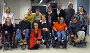 Společně s Lucií Bílou jsme darovali invalidní vozíky potřebným