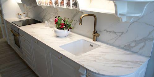 Deska na kuchyňské lince z keramické dlažby? Její výhody vás překvapí