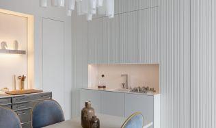 Dveře se skrytými zárubněmi vytváří moderní interiér s čistými liniemi
