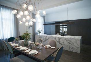 FOTO: Luxusní byt v Pařížské ulici s několika koupelnami a vlastním fitness