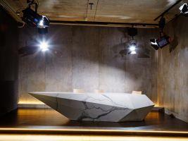 I náš studiový stůl je v designu - imitace mramoru. :)