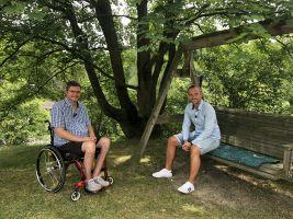 Přátelé a moderátoři Míra Hejda a Michal Jančařík v pořadu Bydlení handicapovaných