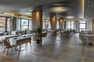 Inspirace: interiér v designu dřeva a betonu