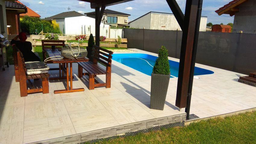 Inspirujte se: pokládka dlažby kolem venkovního bazénu