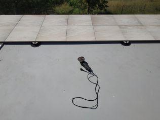 Inspirujte se: Pokládka protiskluzové dlažby v okolí bazénu