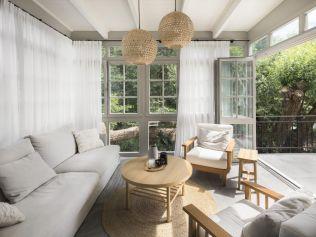 Interiér překypující noblesou a jednoduchostí nabízí stylové zázemí pro čtyřčlennou rodinu