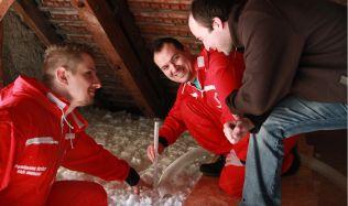 Izolace stropu foukanou metodou je velmi rychlá a efektivní
