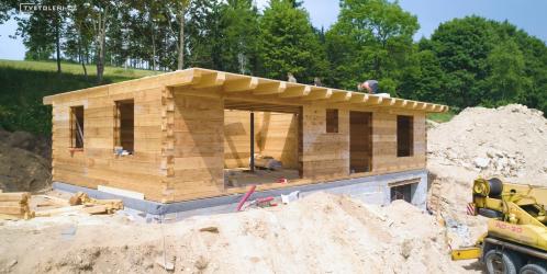 Jak se staví dřevostavby? Podívejte se na stavbu krok za krokem.