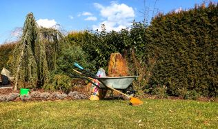 Jarní údržba zahrady je základ pro celou sezónu! Podívejte se na Přemkovy rychlé rady pro zahrady.