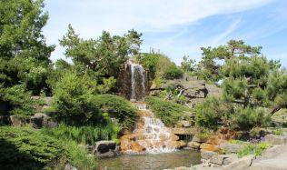 Kámen představuje originální přírodní prvek, který se může stát dominantou vaší zahrady