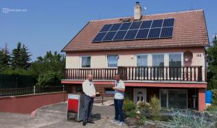 Kolik mohou majitelé rodinných domů ušetřit s fotovoltaickou elektrárnou a jaká je investice?