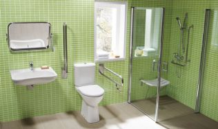 Koupelna bez bariér, mnoho handicapovanýchsi ji musí přizpůsobit po svém