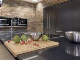 Kuchyňská deska - Technický kámen Quarella Gris Antracit v síle střepu 20 mm - rovná zaleštěná hrana s fasetami