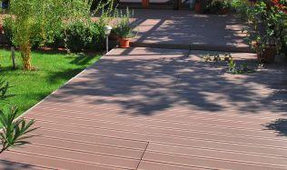 Kvalitní terasová prkna české výroby vykouzlí na vaší terase příjemné prostředí pro letní chvíle