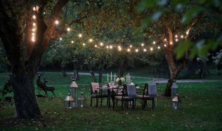Letní sezóna klepe na dveře! Zpříjemněte si letní večery osvětlením zahrady
