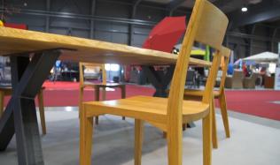 Luxusní ručně vyráběné stoly ze dřeva z českých lesů