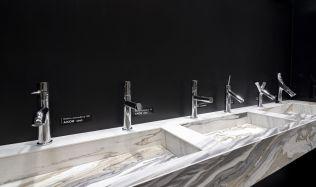Stylové koupelny plné inspirace - Moderní baterie a hlavové sprchy