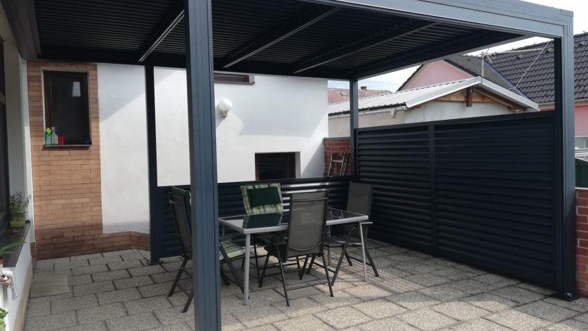 Moderní, elegantní a praktický stínící systém pro váš dům a terasu