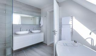 Inspirace: Moderní koupelna nemusí stát majlant