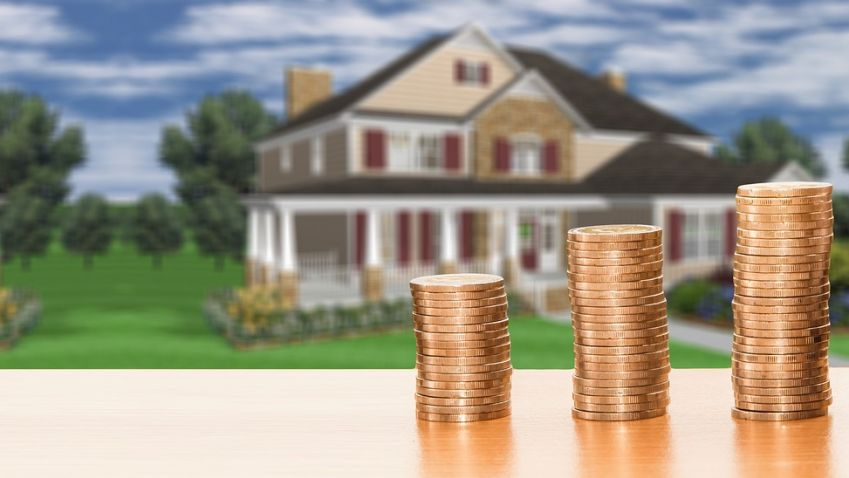 Navýšení daně u nemovitosti využilo letos více obcí než loni