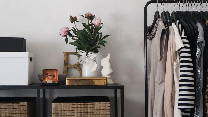 Období bund a svetrů je za dveřmi, zařiďte si šatnu, kde se vaše oblečení nebude mačkat