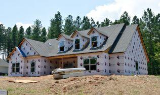 Ode dneška platí doporučení ČNB zpřísňující poskytování hypoték