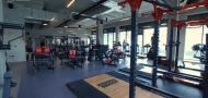 Fitness s designovým interiérem ve stylu New York loft industry