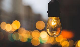 České domácnosti mají čím dál více svítidel. Přibývají zejména úsporné typy osvětlení