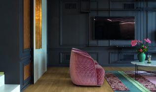 I malé místnosti mohou působit dojmem luxusu, pokud do nich zakomponujeme tmavé barvy