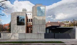 Pohledový beton se dostává do popředí českého stavitelství, domy z něj jsou designové, ale i nečekaně útulné