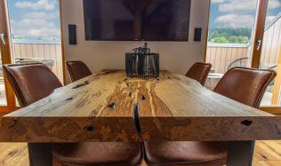 Poradíme vám, jak vybrat správný jídelní stůl pro vaši domácnost