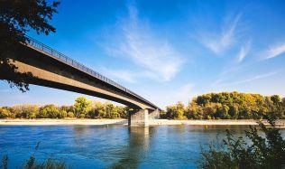 Praha má problémy rovněž s mosty, které měří do 100 m délky