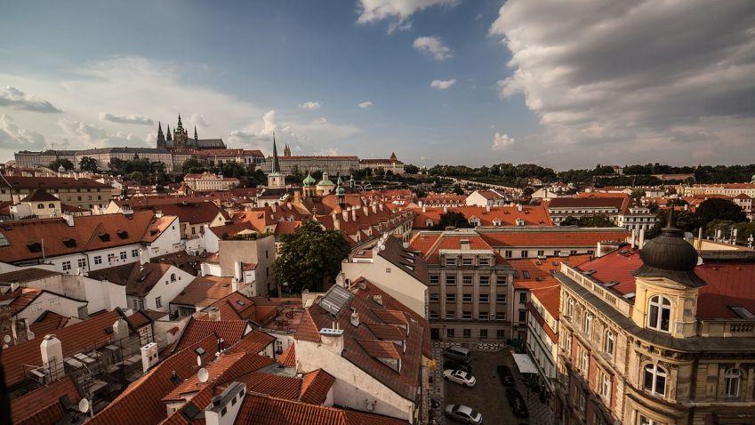 Praha přes kritiku dokončí jen část schválené privatizace bytů
