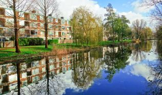 Praha schválila memorandum o bydlení. Bude víc bytů pro děti a seniory.