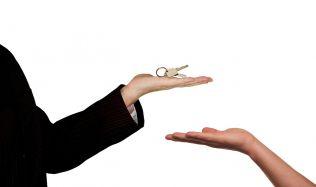 Při koupi bytu prověřujte všechny okolnosti prodeje bytu