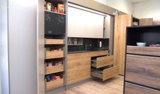 Recept na využití prostoru v kuchyni - posuvné a skládané systémy kování