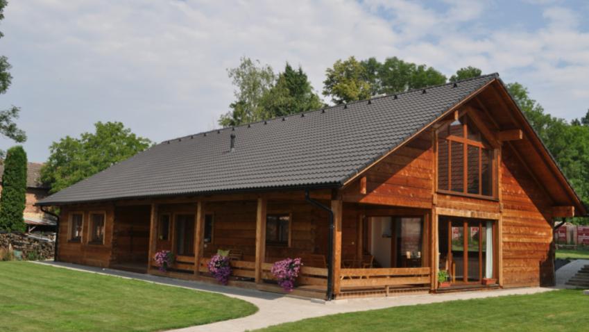 Roubenka z cedrového dřeva má výjimečné vlastnosti, a navíc je její stavba šetrná k přírodě