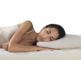 Správná spánková poloha s krční páteří v rovině