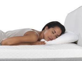 Chybná spánková poloha na břiše s vykroucenou krční páteří