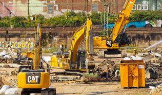 Stavební firmy mají nedostatek lidí, některé přesouvají zakázky