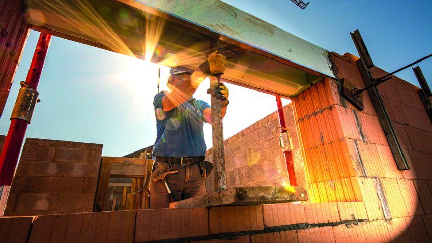Stavební firmy si loni vydělaly o 500 miliard korun více