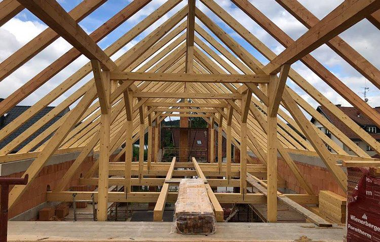 Stavíte nebo rekonstruujete střechu? Krov dělaný na míru vám ušetří čas i peníze