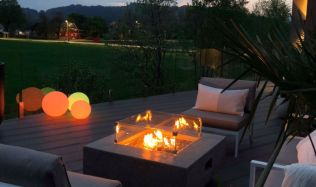 Stylové ohniště vykouzlí z vaší terasy příjemné prostředí s jedinečnou atmosférou