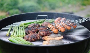 Tip: Jak na skvělou grilovací párty - maso, gril i kuchař přímo do domu!