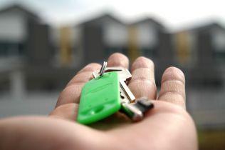 V Praze se letos prodalo o pětinu méně bytů